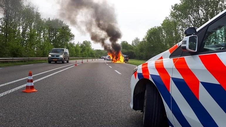 Autobrand volledig uit in Brummen