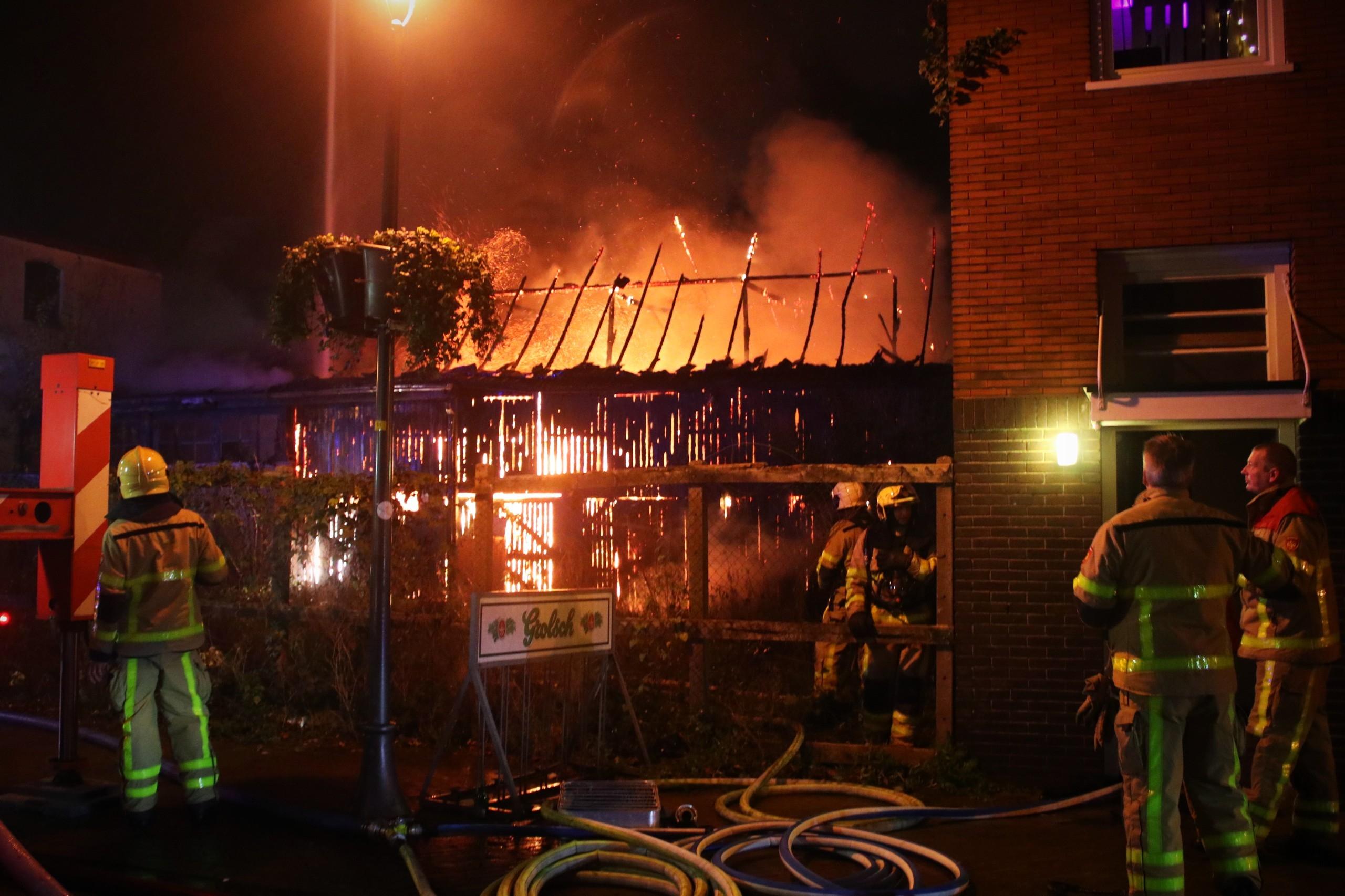Grote uitslaande brand in centrum van Apeldoorn