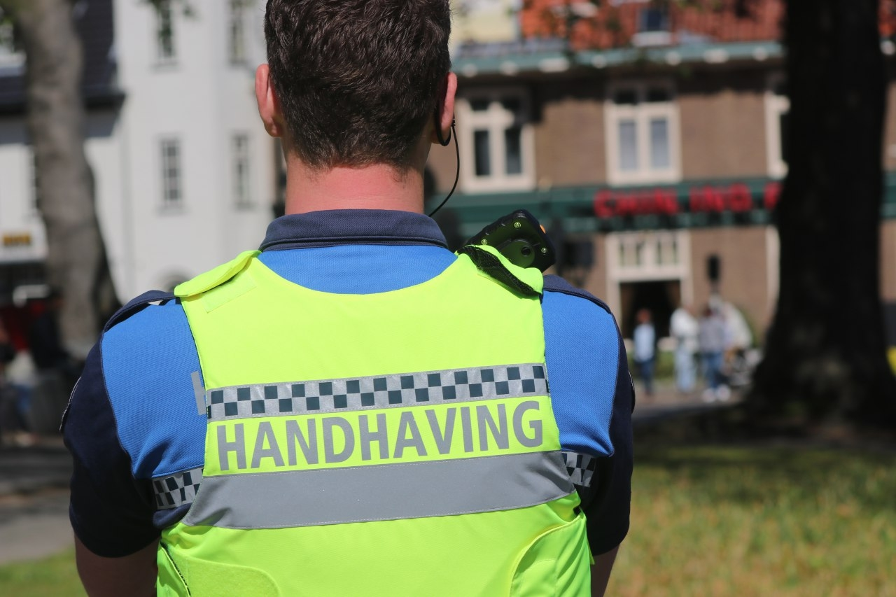 Handhavers mishandeld in Deventer