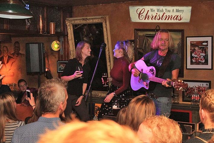 Britse zanger viert de kerst in Vaassen