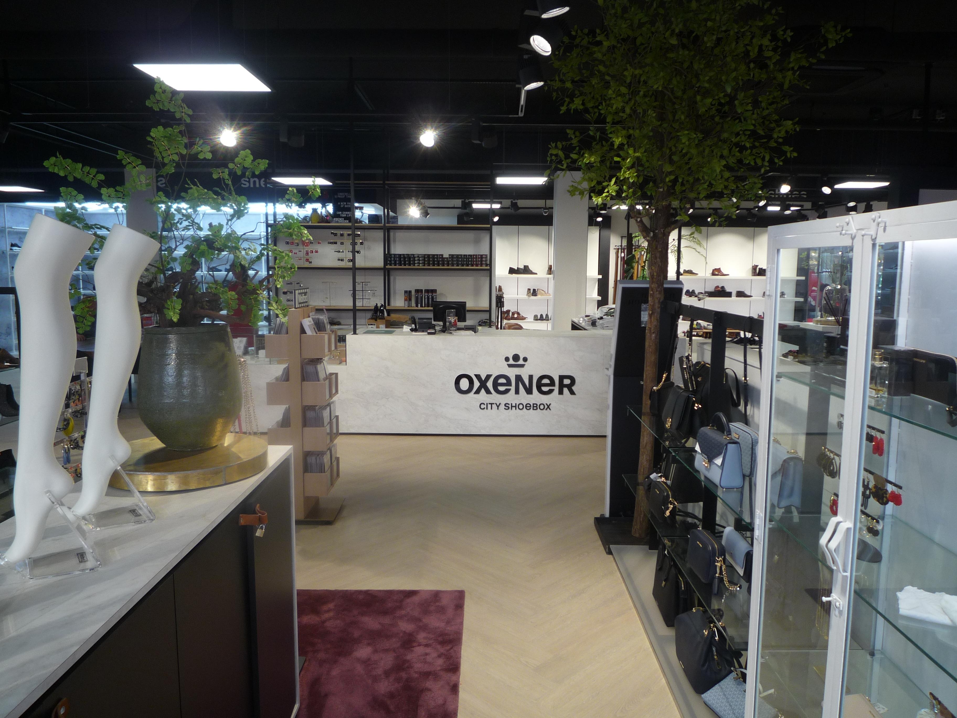 Broers Van Bommel openen Oxener city shoebox