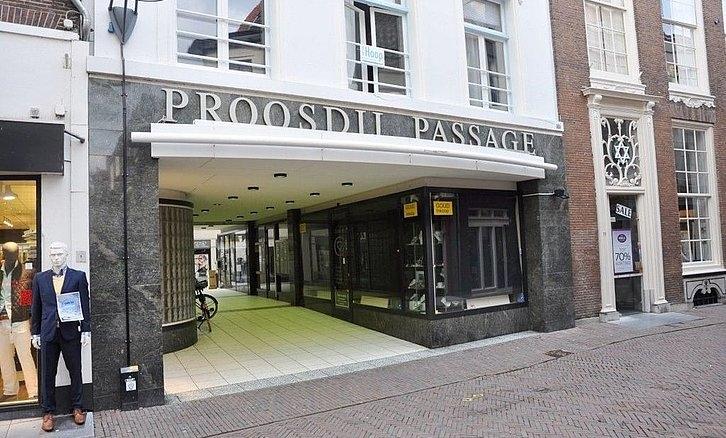 Ingang Proosdijpassage zijde Lange Bisschopstraat voor feestdagen open