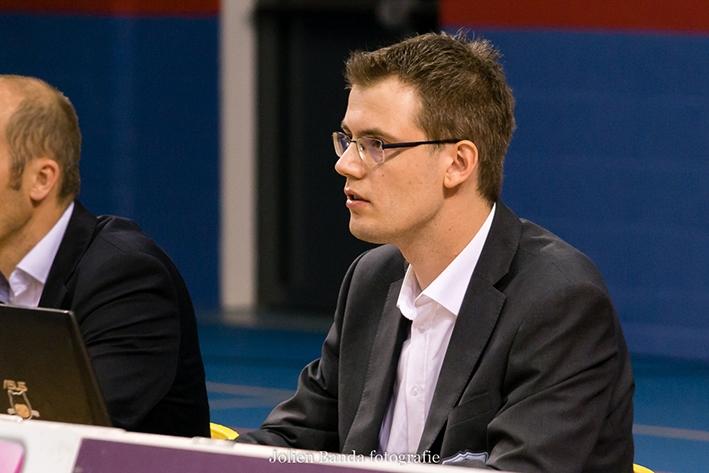 Frank Baak verdeelt spel DraismaDynamo achter laptop en webcam