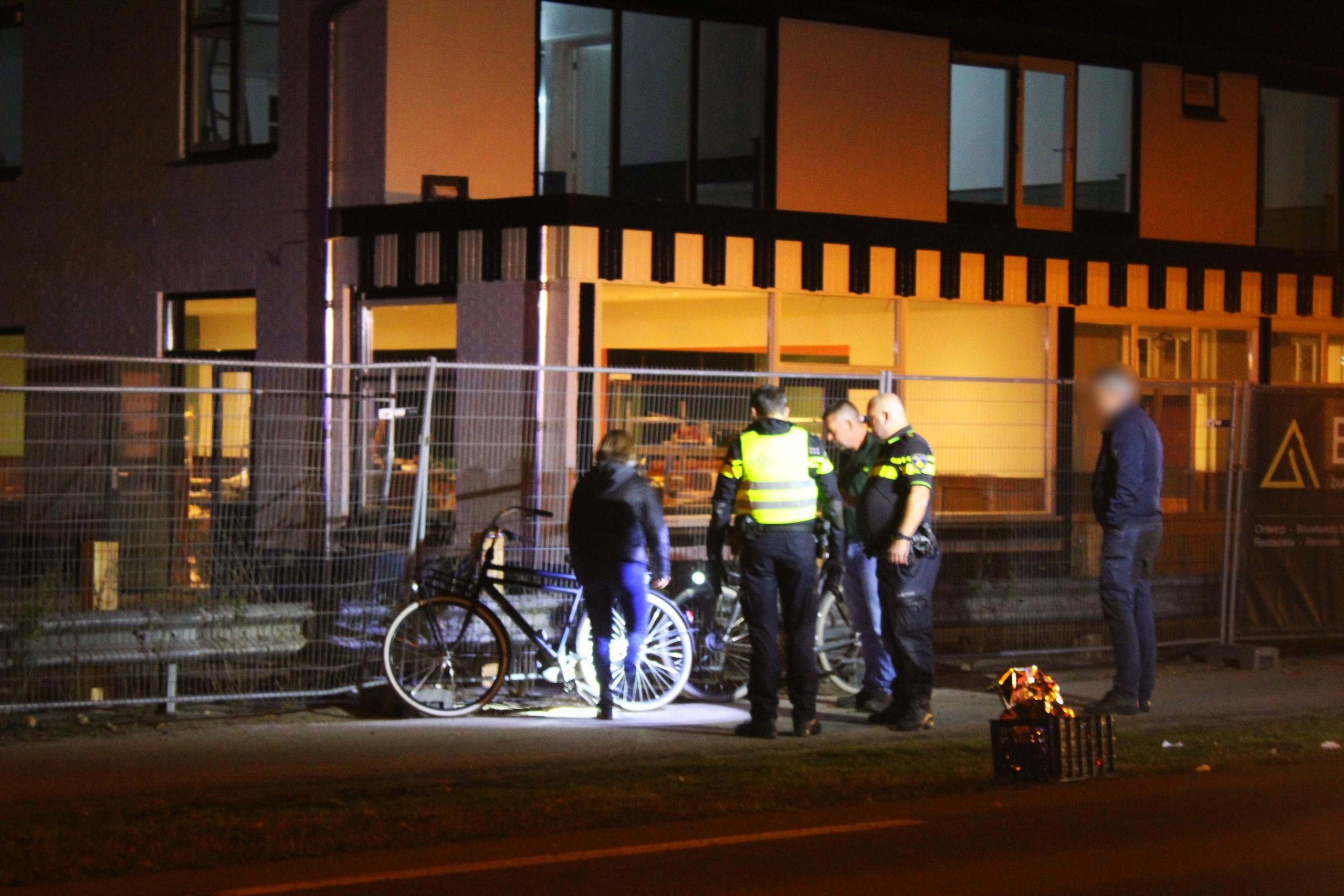 Tiener geschept door bestelbus in Apeldoorn en raakt ernstig gewond