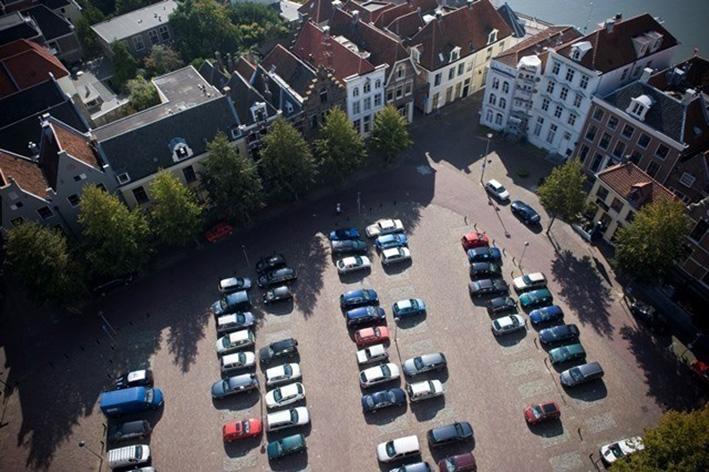 Parkeren op het Grote Kerkhofblijft heikel onderwerp