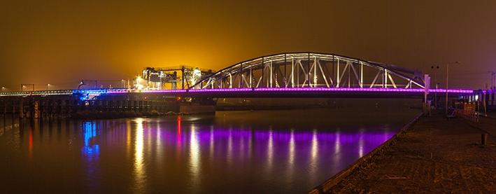 IJsselbrug licht magistraal op