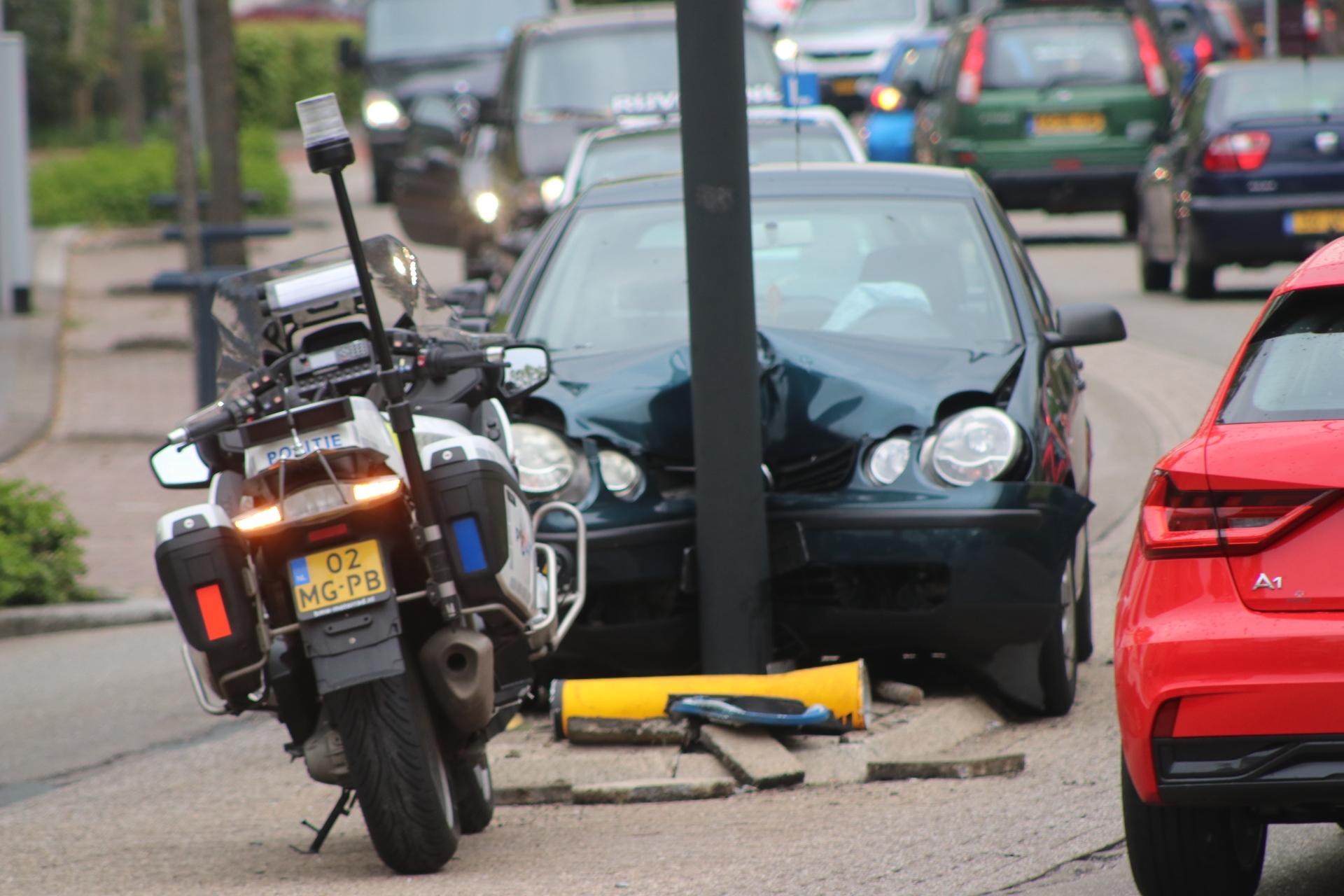 Bestuurster gewond na eenzijdig ongeval in Apeldoorn