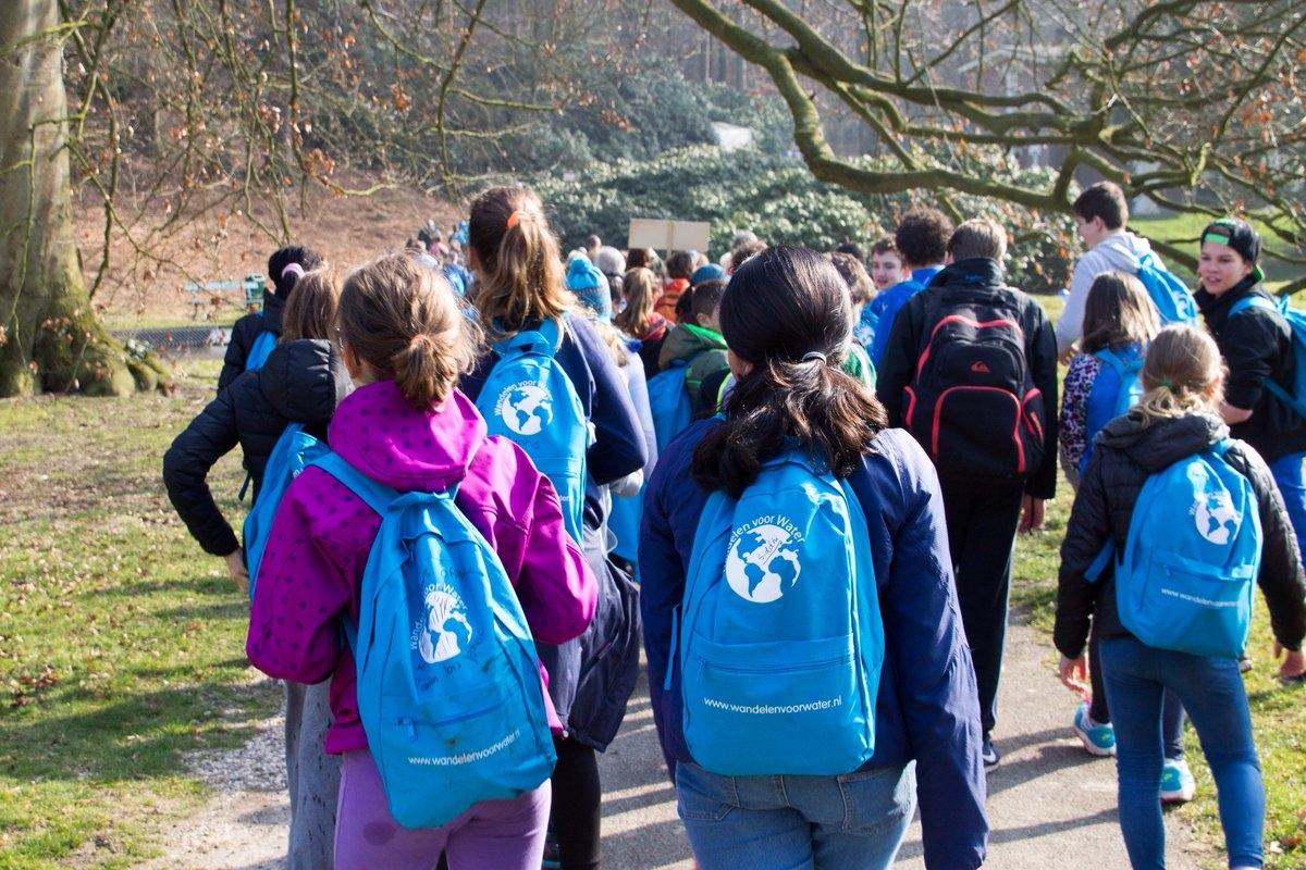 Apeldoornse schoolkinderen 'Wandelen voor Water'