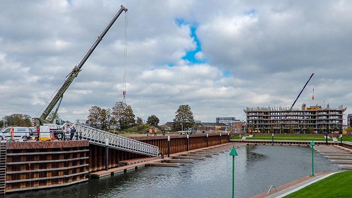 Loopbrug Noorderhaven geplaatst
