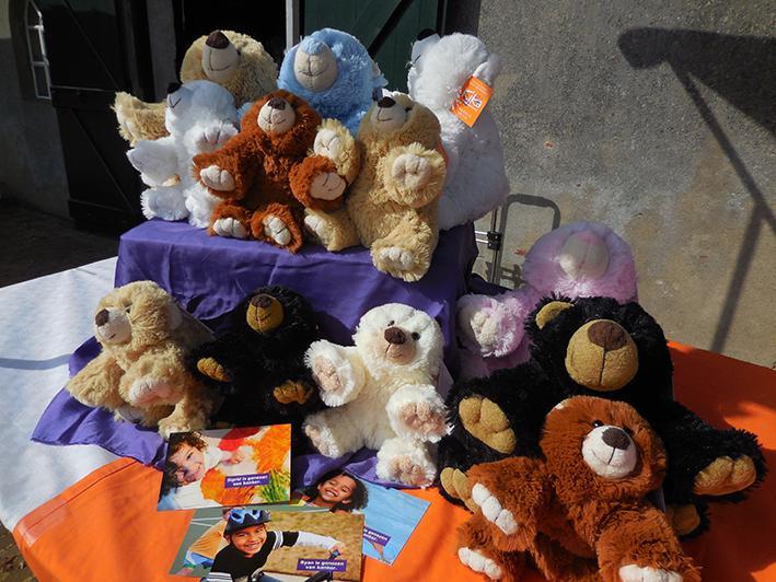 Knuffelberen voor KiKanin Gelre ziekenhuizen