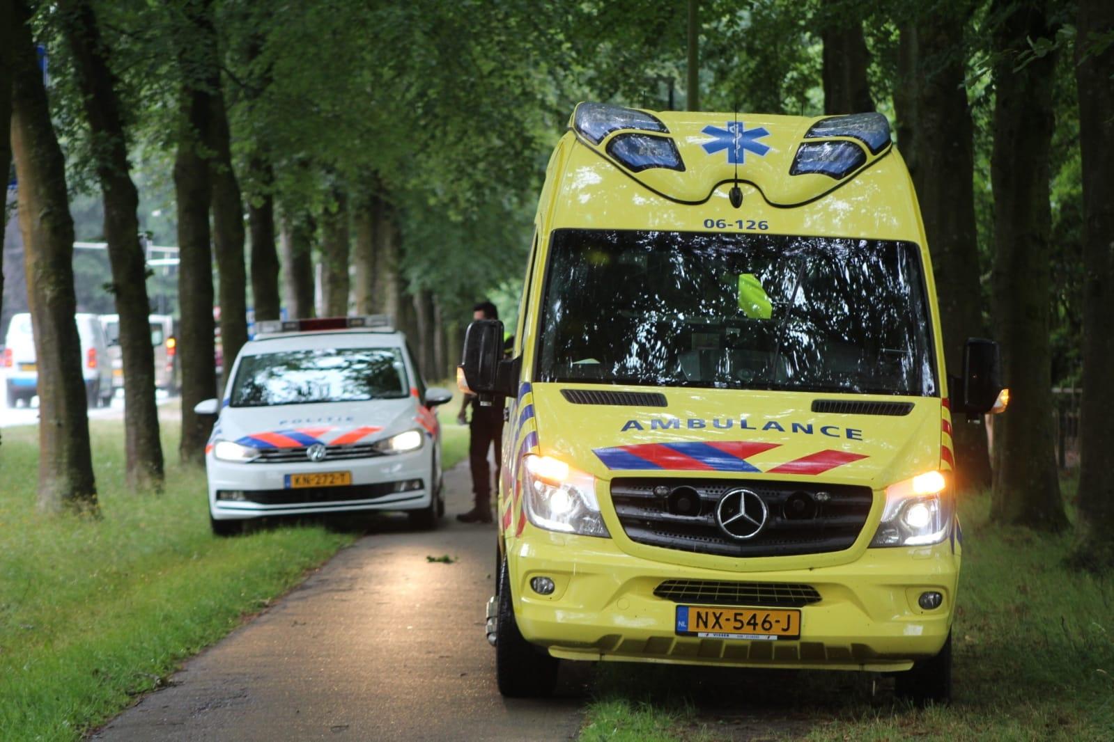 Een gewonde na botsing op fietspad in Apeldoorn