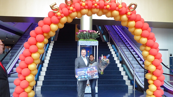 5.000.000-ste bezoeker loopt binnen bij Holland Casino Enschede