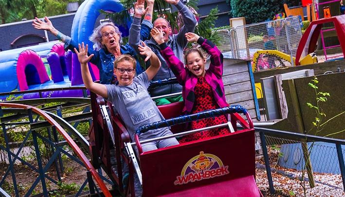 Dagje pretpark voor kinderendie niet op vakantie gaan
