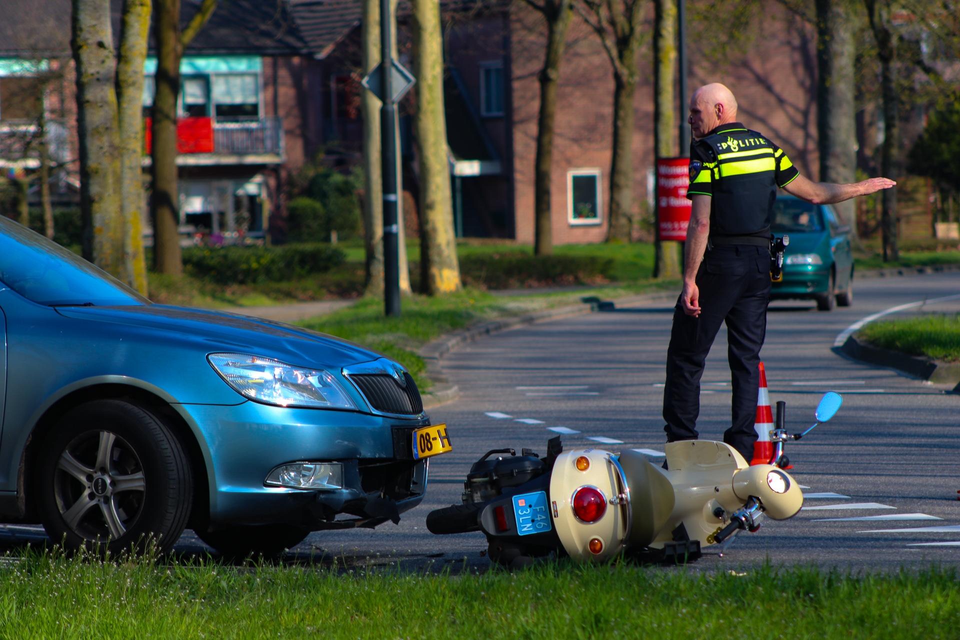Jongen gewond na aanrijding met auto