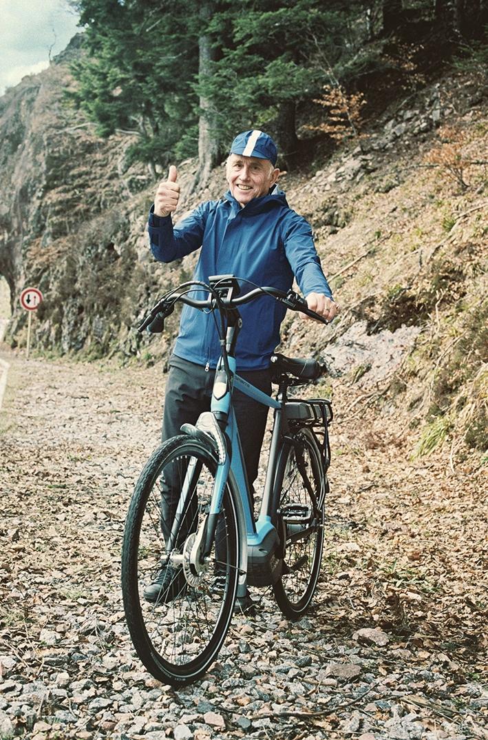 Wereldrecordpoging Joop Zoetemelk op Apeldoornse fiets