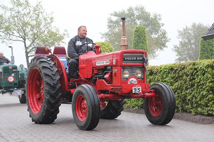 Toertocht met oldtimer tractoren