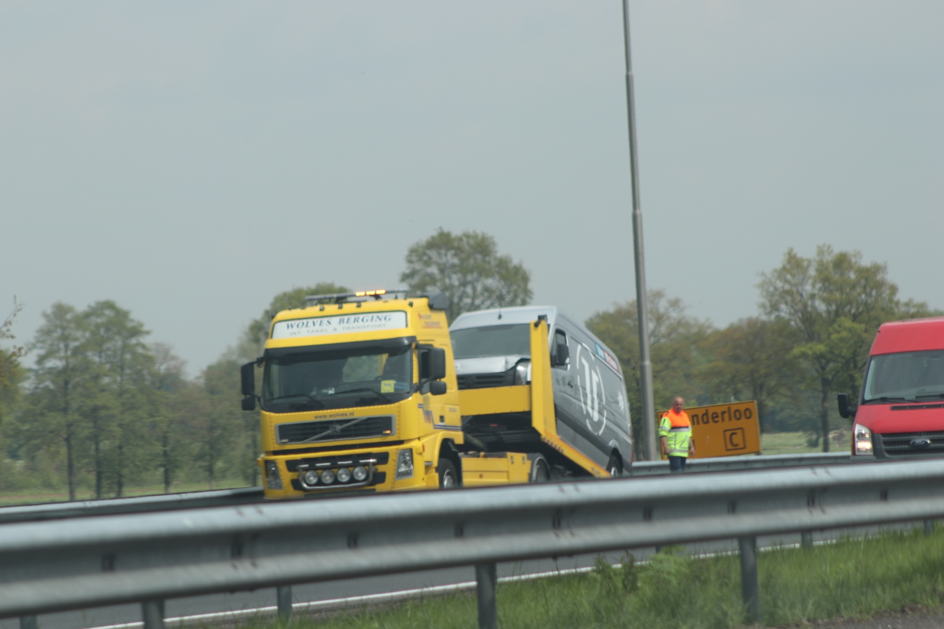 Bestelbussen komen in botsing op de A1 bij Twello