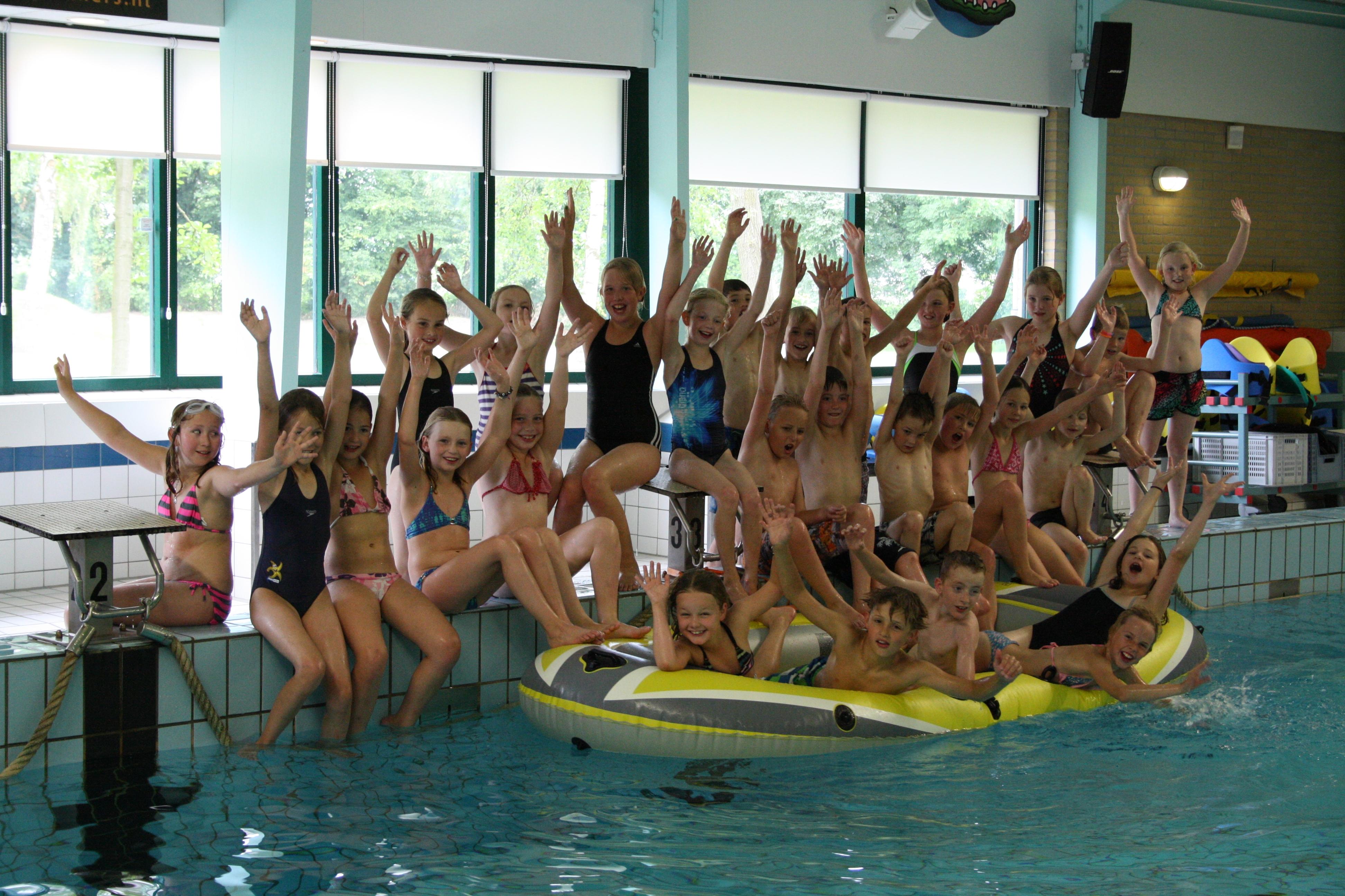 Zwembad Rhienderoord viert zilveren jubileum
