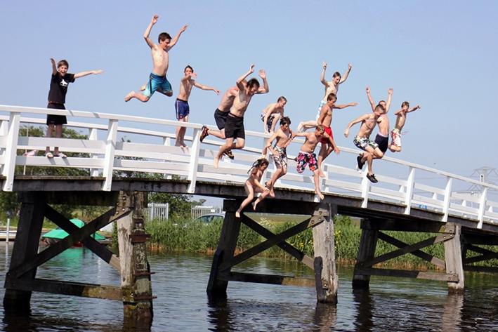 Rijkswaterstaat waarschuwt voor zwemmen in rivieren