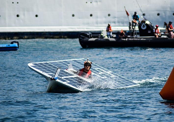 Zonneboot voor het eerst naar open zee