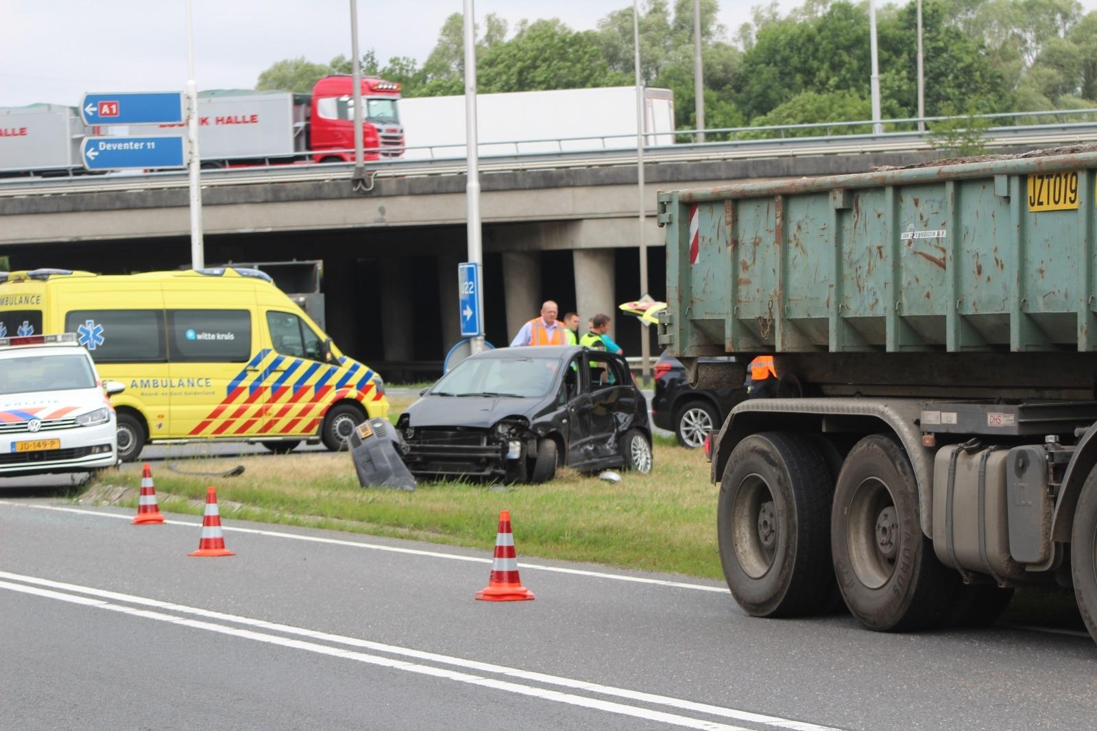 Aanrijding tussen vrachtwagen en personenauto