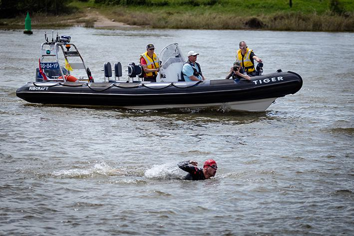 Zeven kilometer zwemmen in de IJssel