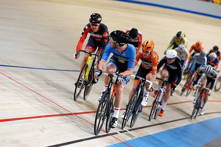 Spectaculaire wielersport op Apeldoornse baan