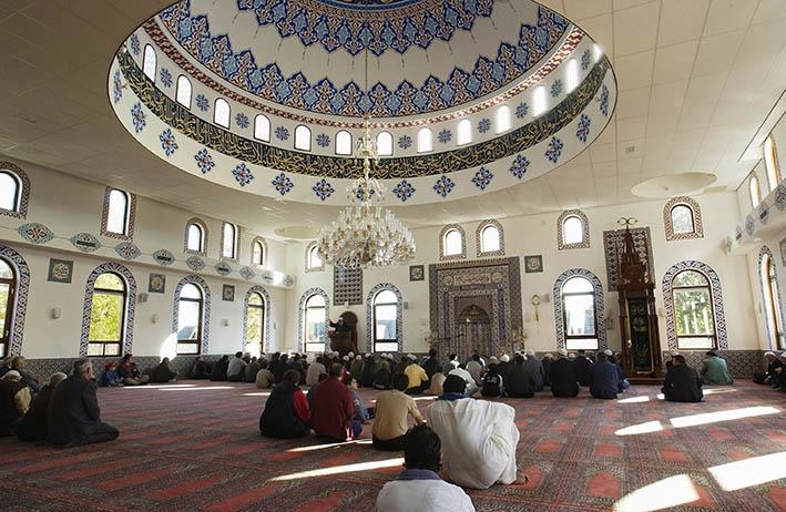 Een kijkje nemen in de moskee