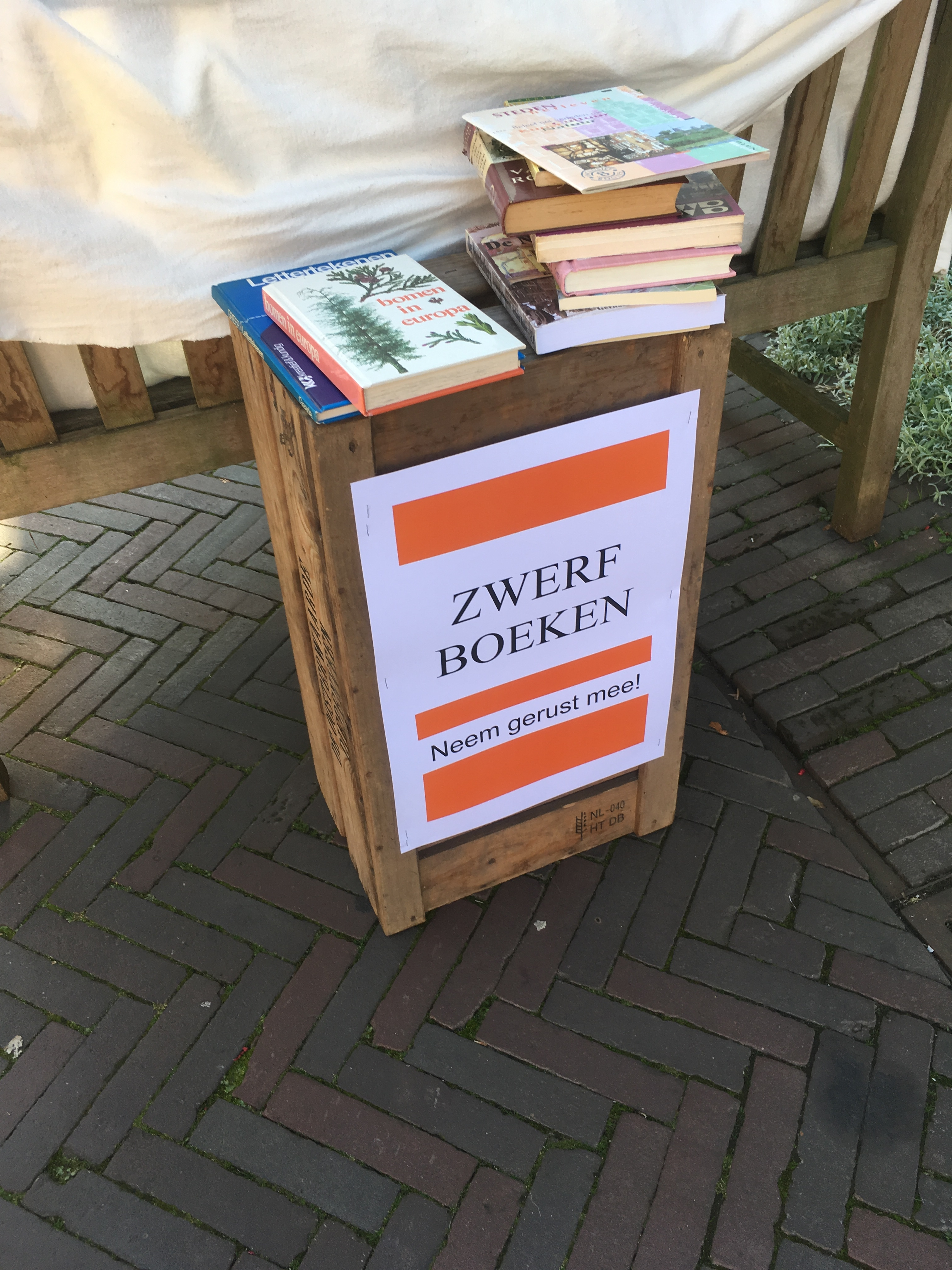 Zwerfboeken in kader opening bieb