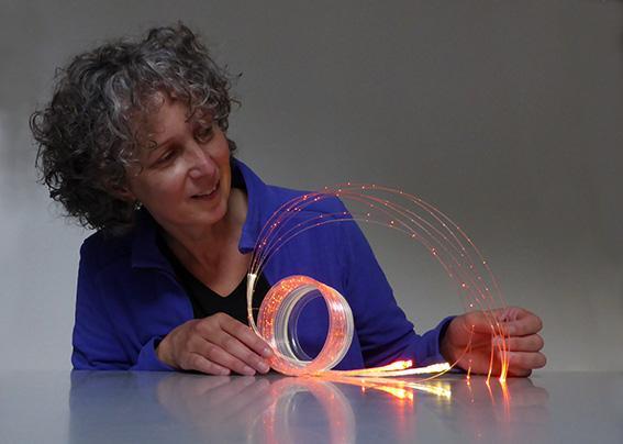Expositie lichtkunst met glasvezel