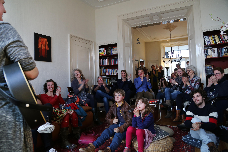 Huiskamers in Zutphen en Warnsveld vol 'gluurders'