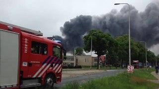 Zeer grote brand bij autobedrijf in Vorden