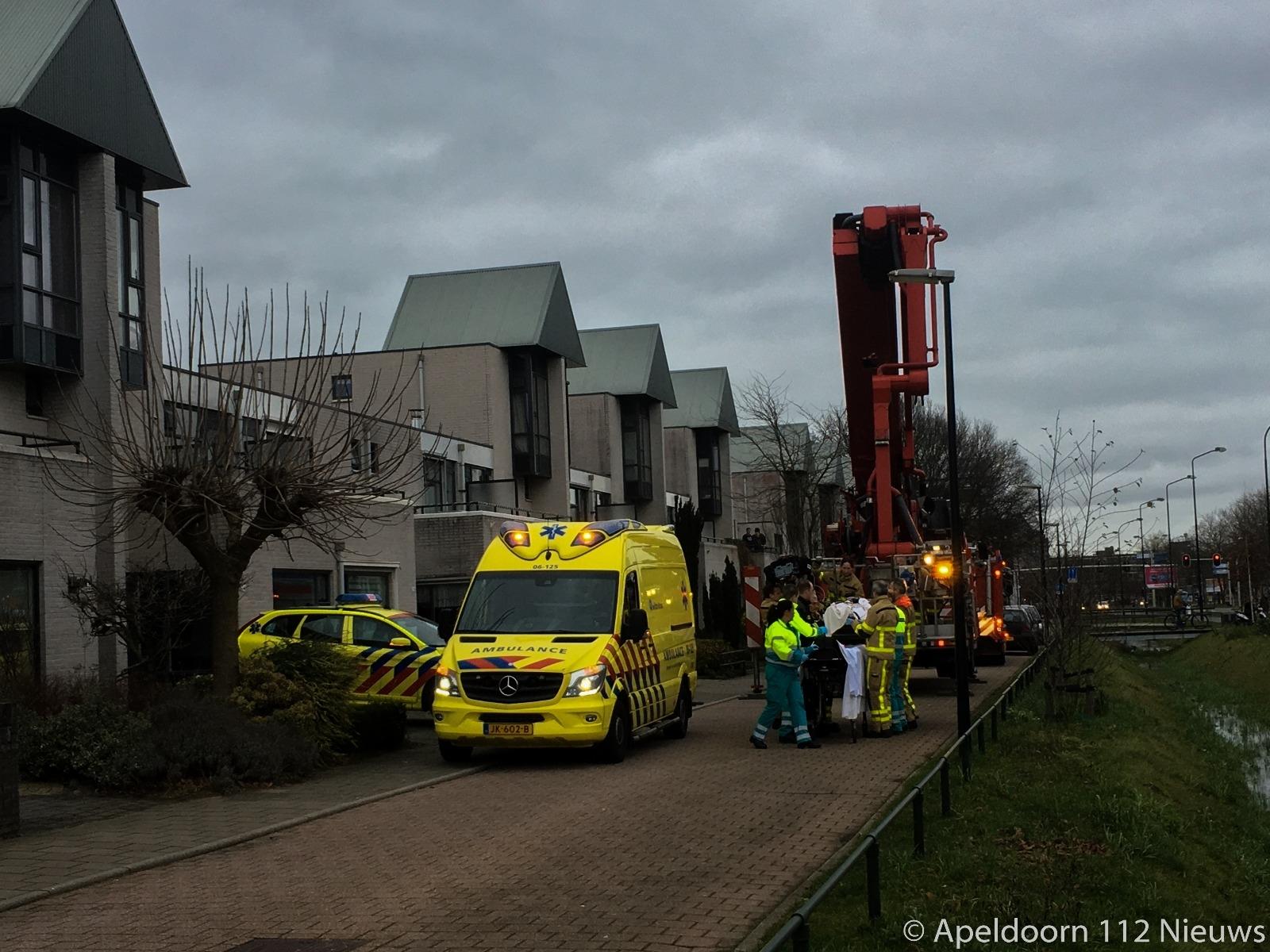 Brandweer assisteert ambulancepersoneel