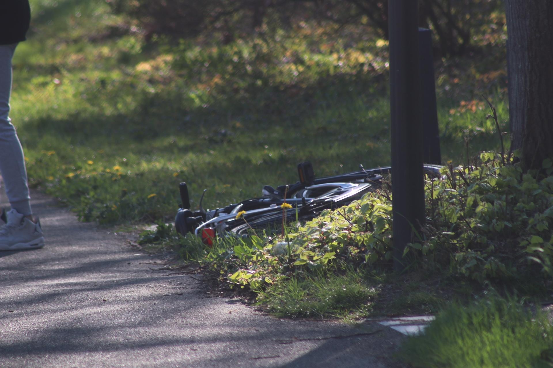 Fietser gewond na botsing met scooter in Apeldoorn