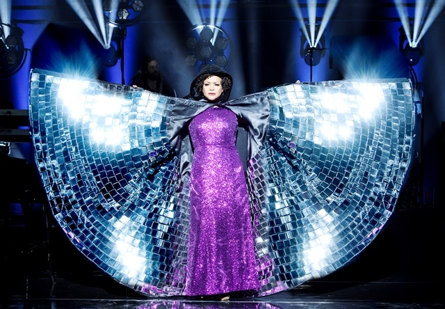 Glamourdiva met nieuwe show