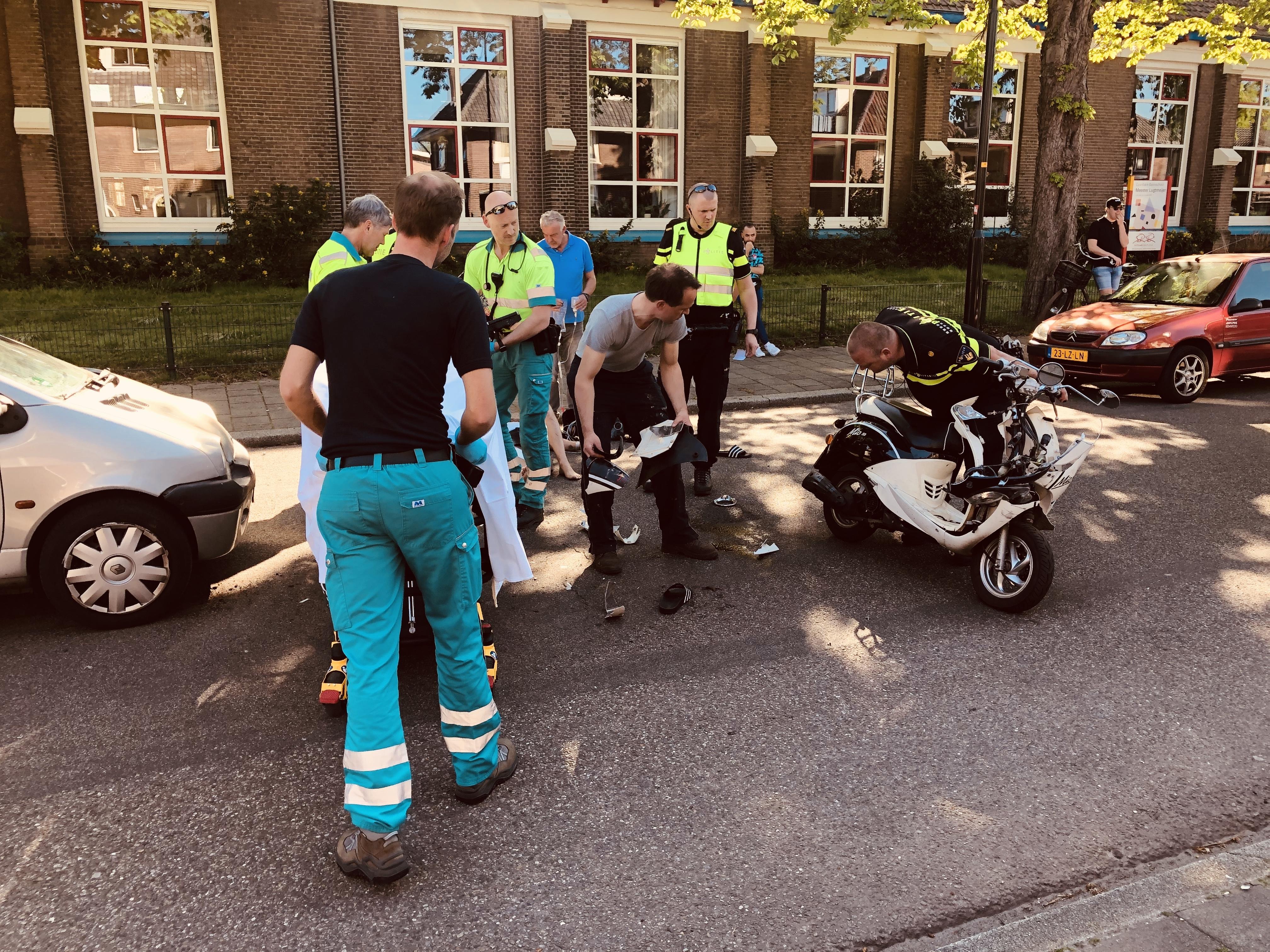 Gewonde na botsing op de 1e Wormenseweg in Apeldoorn