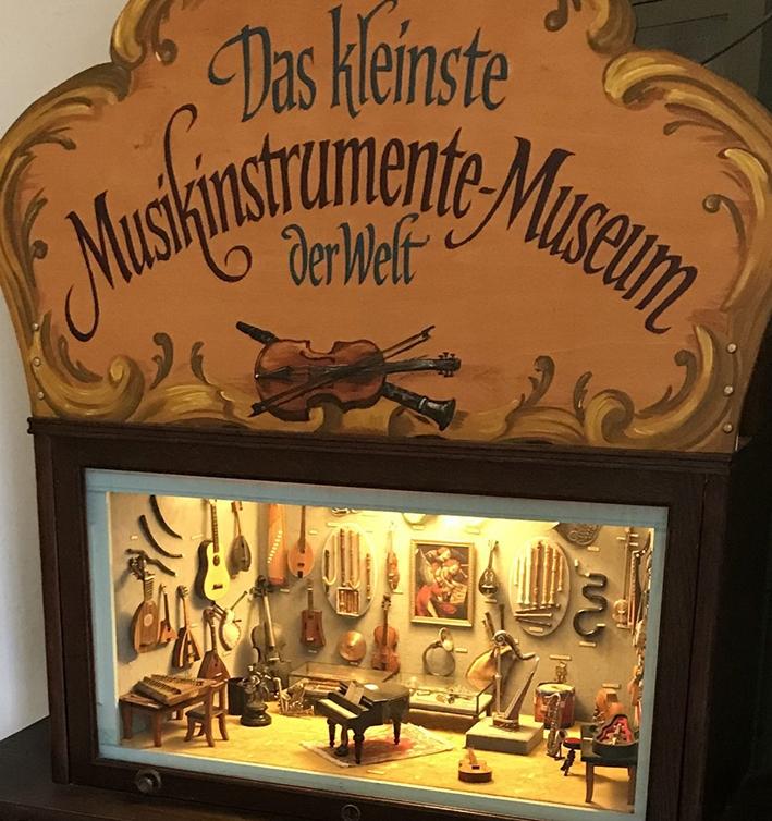 Instrumenten op poppenhuisformaat