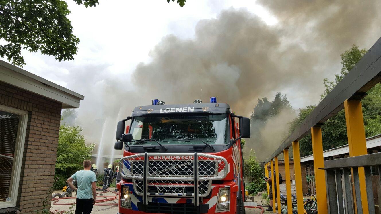 Grote brand in leeg staande school Loenen
