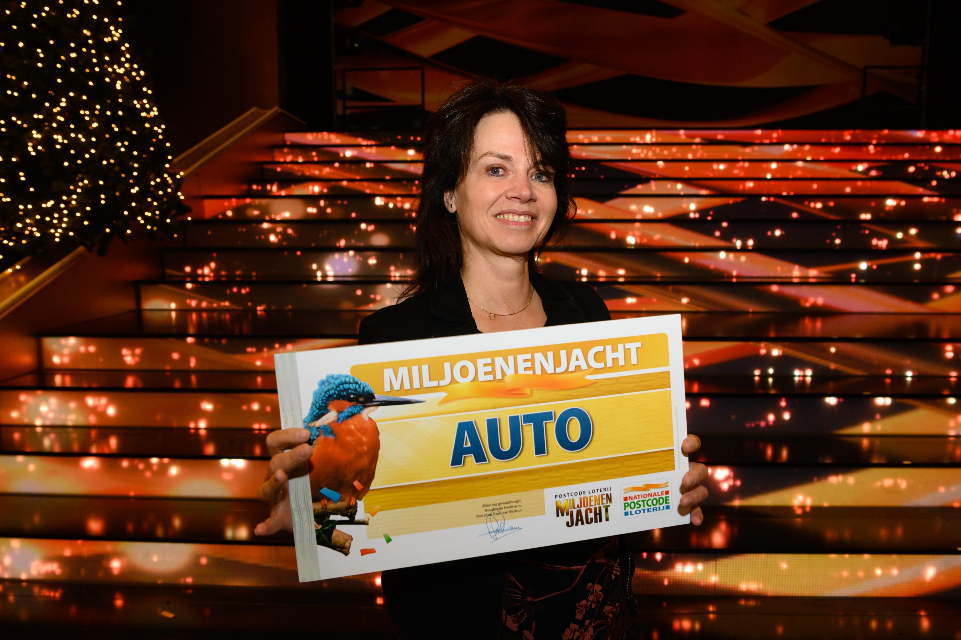 Carla uit Apeldoorn wint gloednieuwe elektrische auto bij Miljoenenjacht