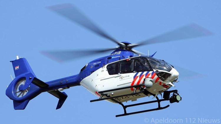 Politie cirkelt boven Apeldoorn zuid