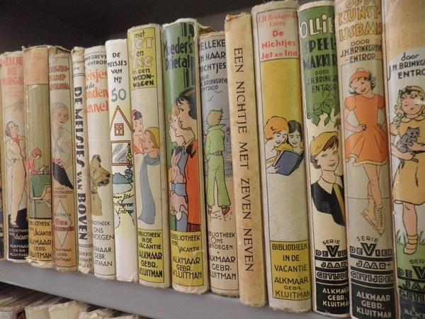 Oude kinderboeken dreigennte verdwijnen uit Deventer