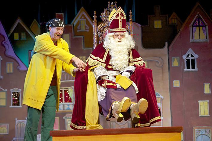 Ernst en Bobbie vieren de verjaardag van Sinterklaas