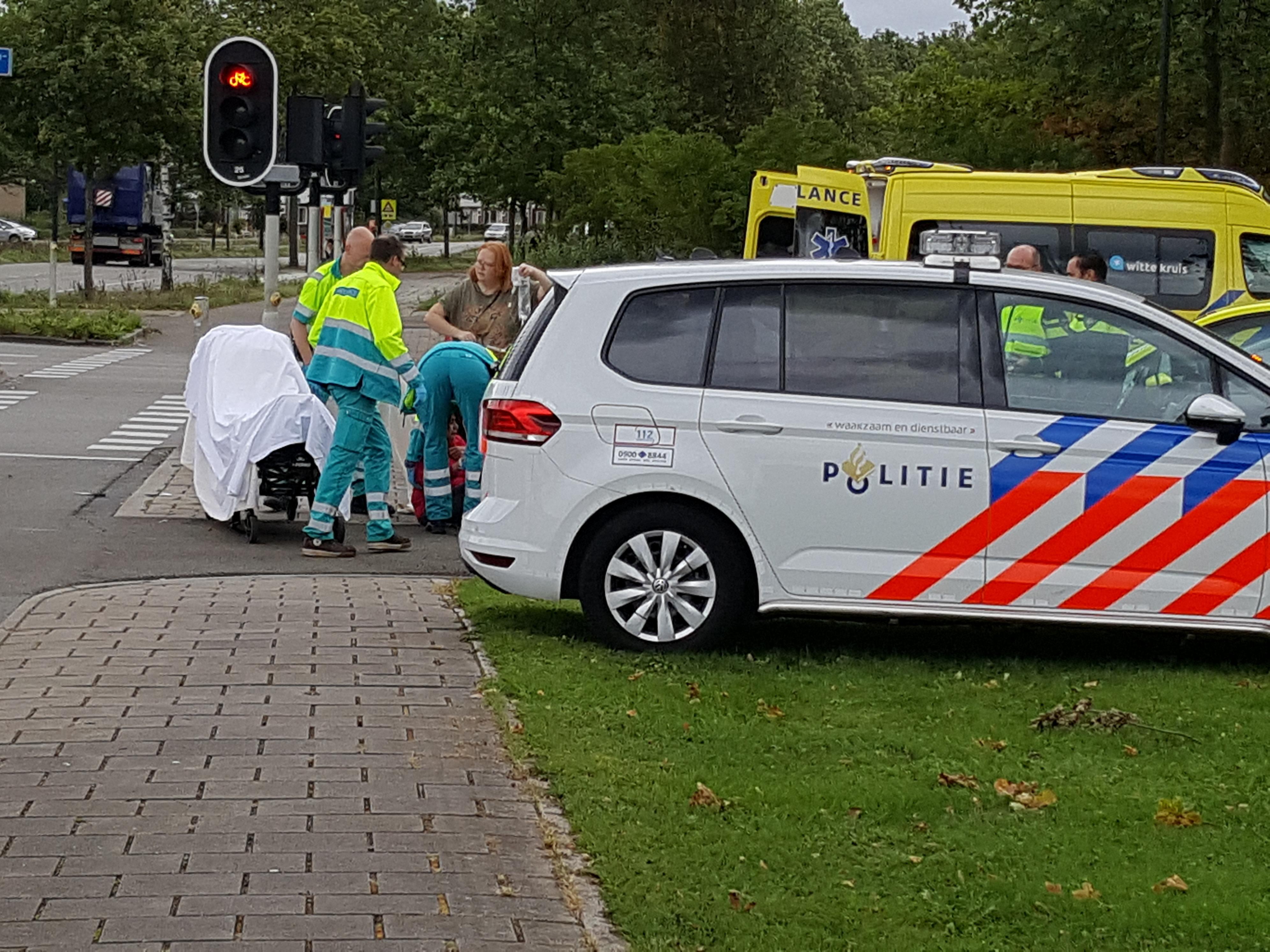 Fietsster aangereden door scooterrijder