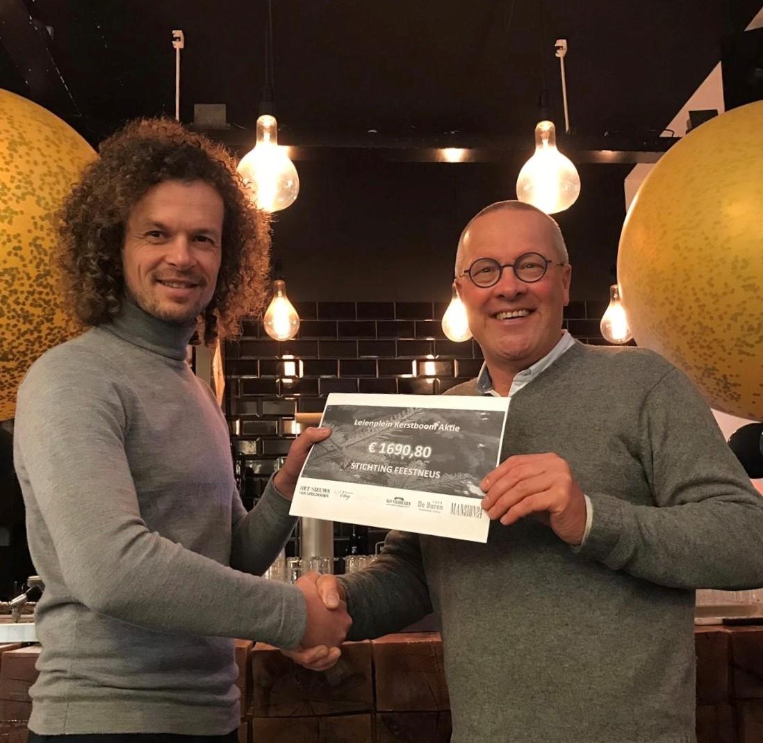 Kerstbomenactie Leienplein levert ruim 1600 euro op voor goed doel