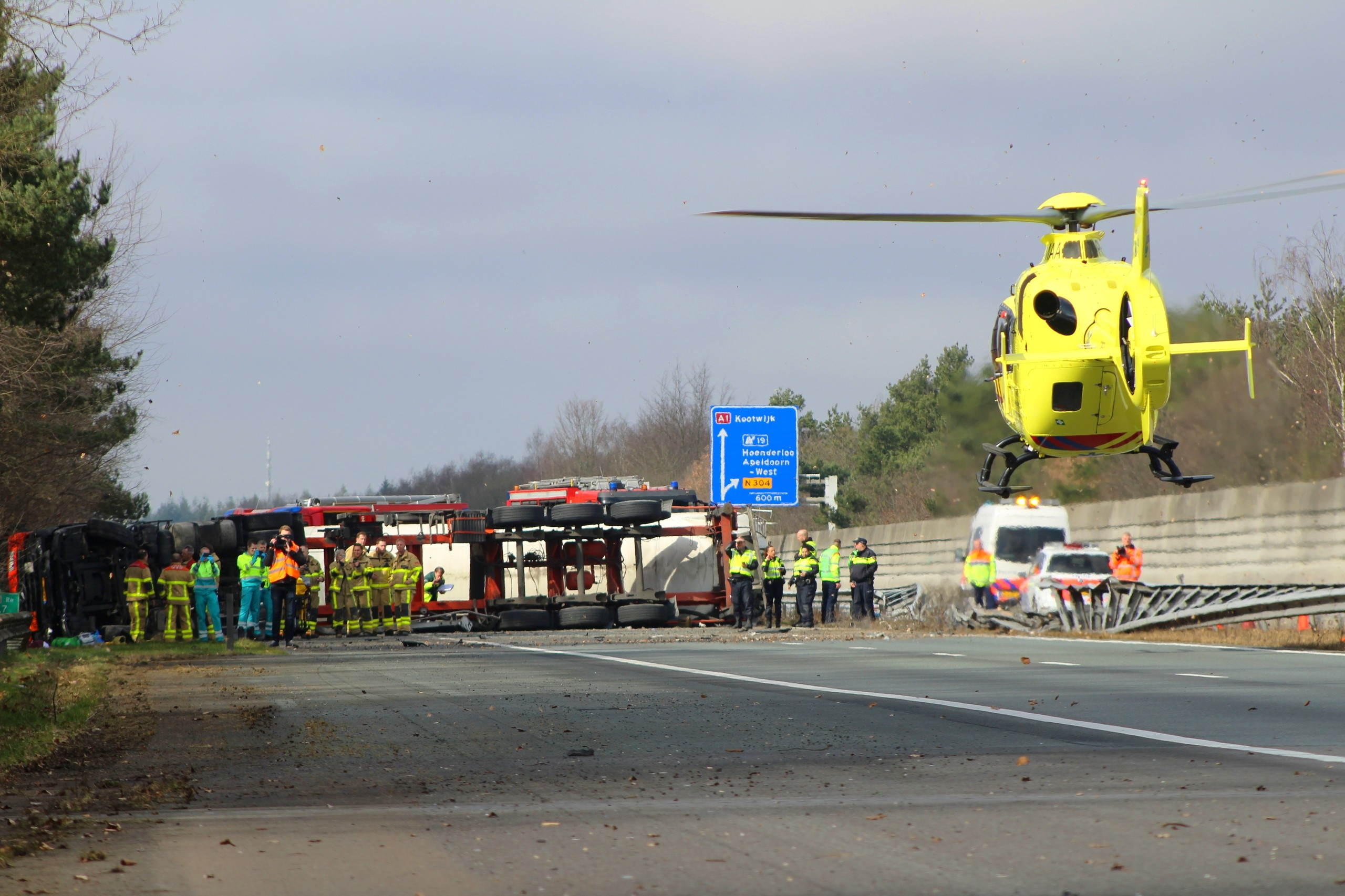 A1 bij Ugchelen gesloten door ongeval vrachtwagen