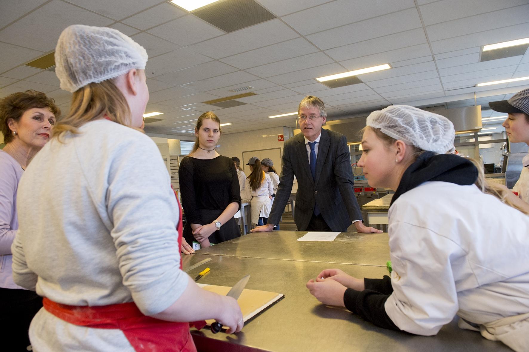 Ook minister Slob is trots op vmbo in Apeldoorn