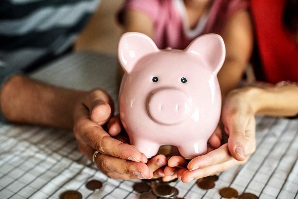 Is een uitvaartverzekering noodzakelijk? Of kun je beter zelf sparen?