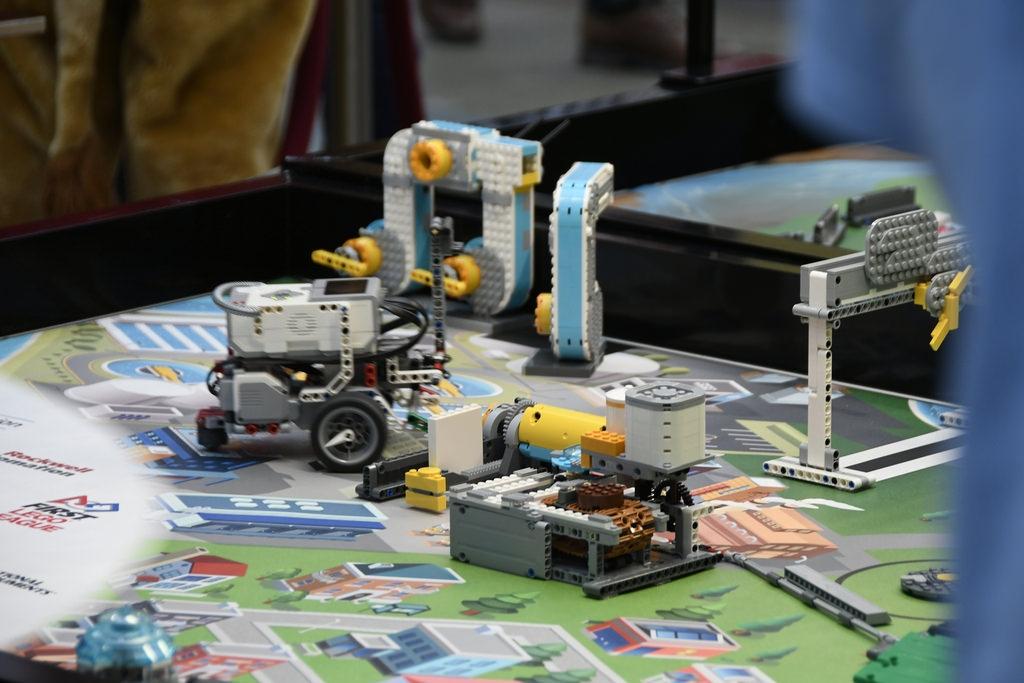 Scholieren dragen hun (LEGO)steentje bij