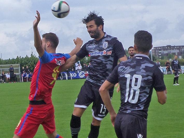 FCSB tegen club Sneijder op veld WWNA