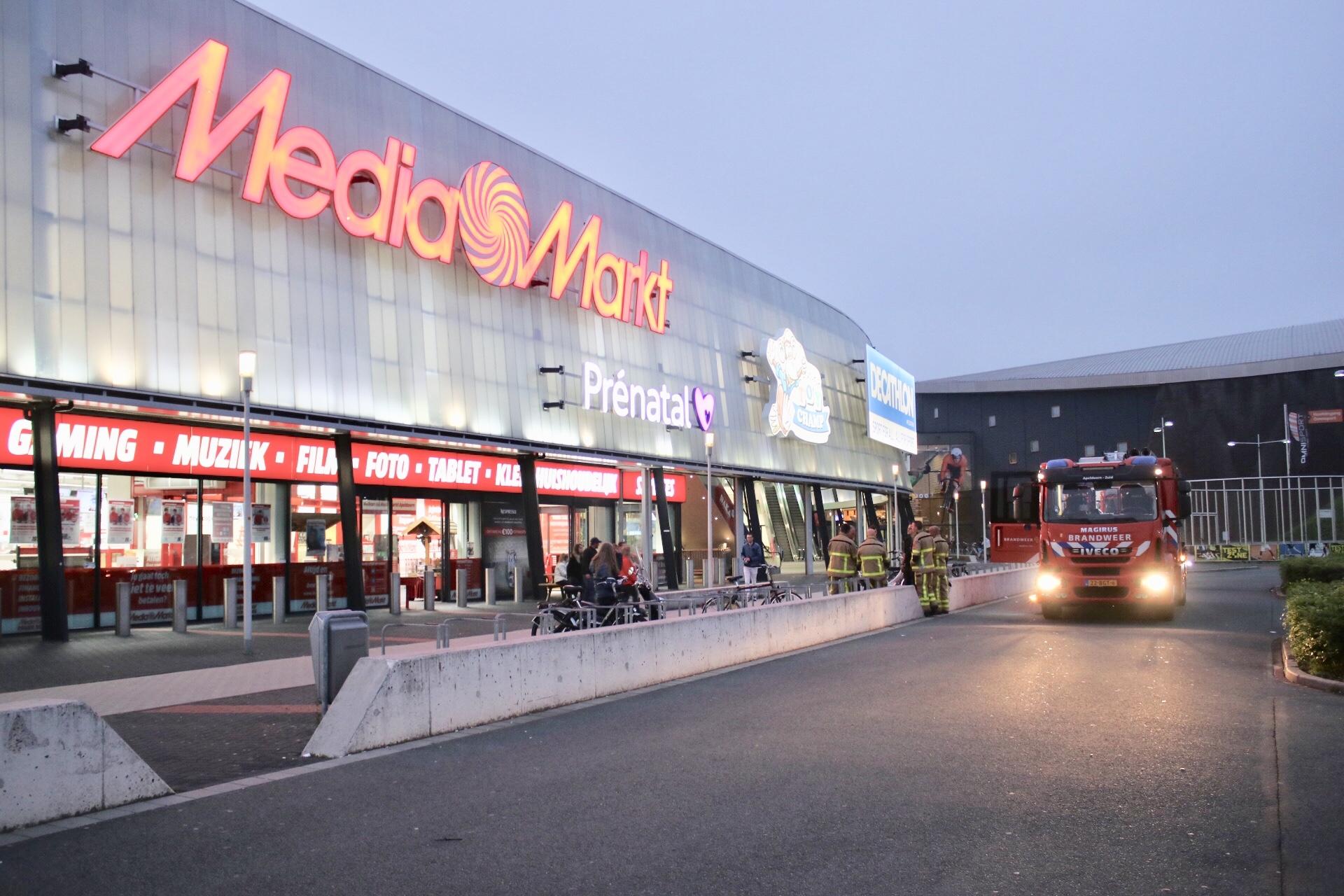 Brandlucht laat brandweer uitrukken naar de mediamarkt
